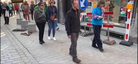 VIDEO. Om ter traagst stappen: Concertgebouw doet wandelaars 'bijna stilstaan' bij jachtig leven
