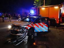 Auto knalt tegen wagen van Marechaussee bij Eindhoven Airport