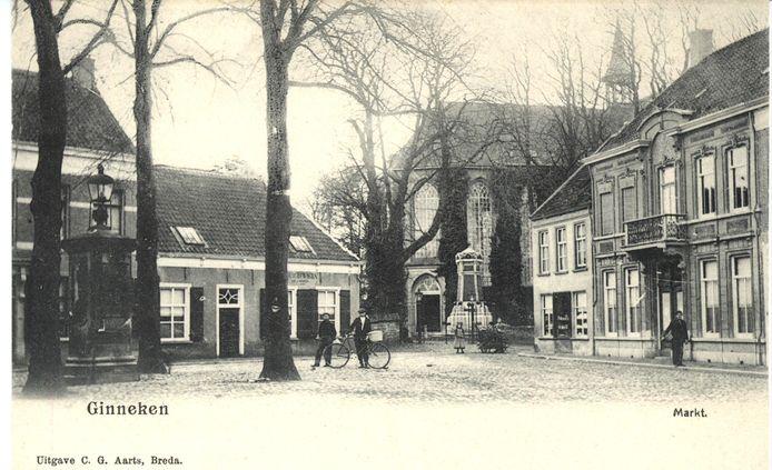 Ansichtkaart van de Ginnekenmarkt, rond 1900.