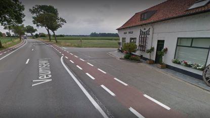 Bijzitster (20) gewond na ongeval met twee motoren aan De Krikke