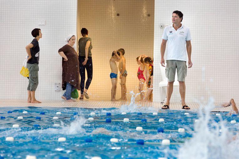 Jacco Verhaeren in het Haagse Hofbad, waar hij met de Australische zwemploeg traint voor de komende WK. Beeld Inge van Mill
