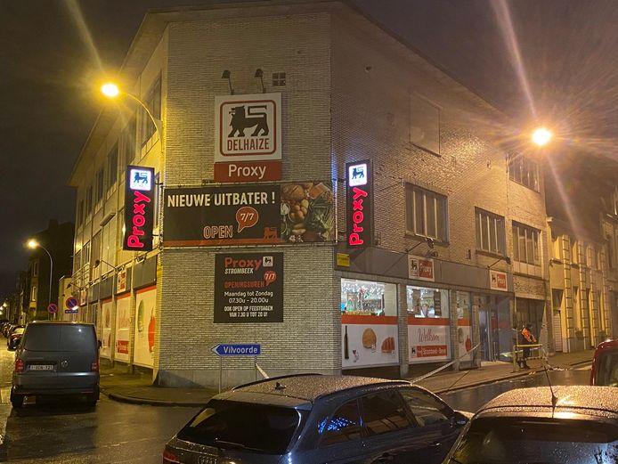 De politie onderzoekt de overval op een Proxy Delhaize-filiaal in Strombeek-Bever.