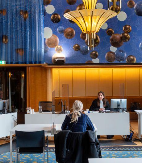 Rechtbank in Arnhem behandelt ene na andere coronaboete: die van Emma (21) gaat meteen de prullenbak in
