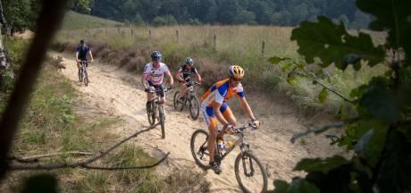 Wandelaars en fietsers brengen te veel schade toe aan natuur Jansberg, Natuurmonumenten neemt maatregelen
