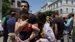 Zelfmoordaanslagen tegen agenten in centrum Tunis: minstens één dode en acht gewonden
