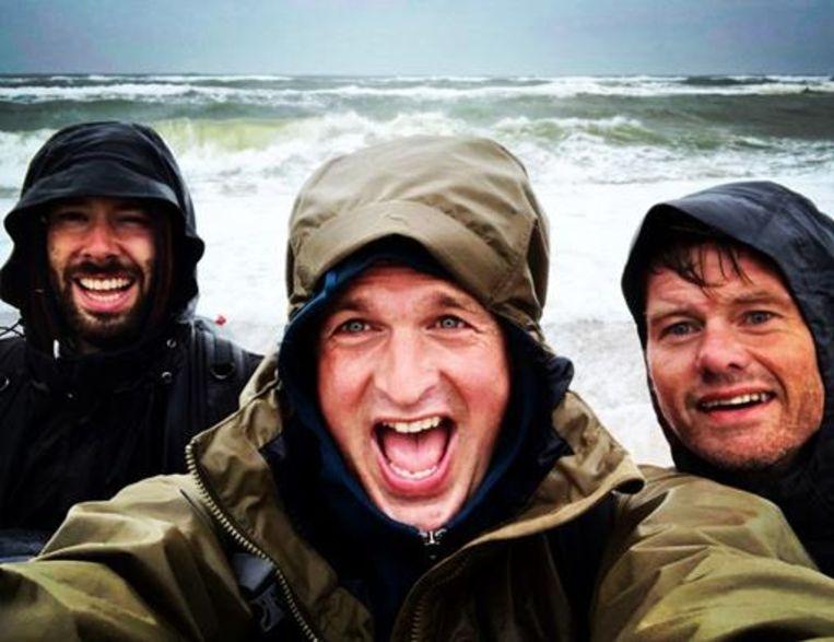 Arnout Hauben en zijn team tijdens hun tocht voor het programma 'Rond de Noordzee'. Ook van hen zijn beelden op de tentoonstelling in De Panne te zien.