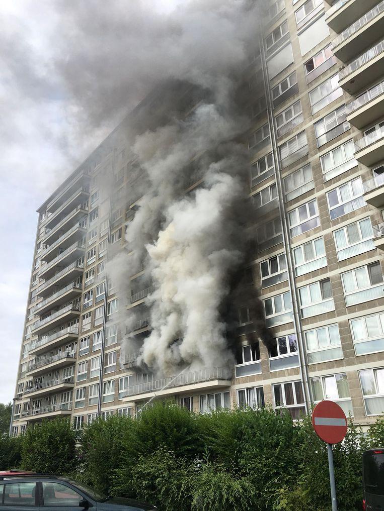 Er heeft vanochtend een zware brand gewoed in één van de appartementsgebouwen op het Breughelpark in Zellik.