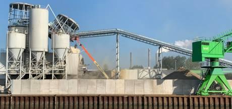 Silo betonbedrijf deels ingestort in Geertruidenberg
