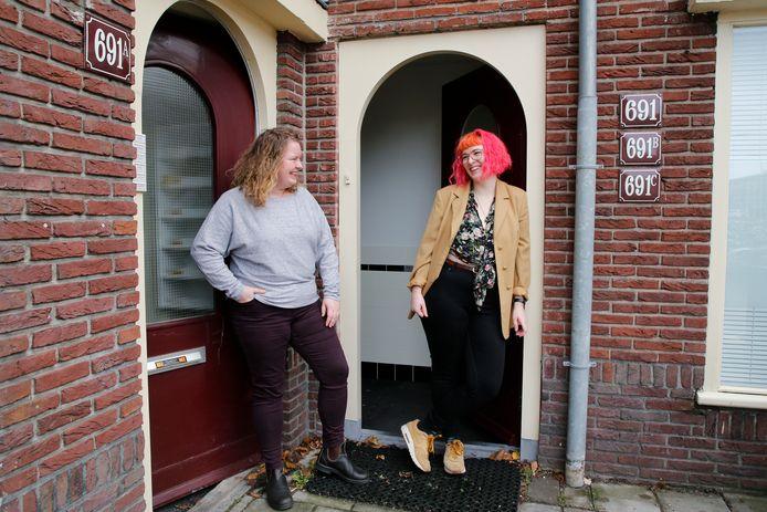 Carmel (r) en Dasha wonen naast elkaar op de Amsterdamsestraatweg.