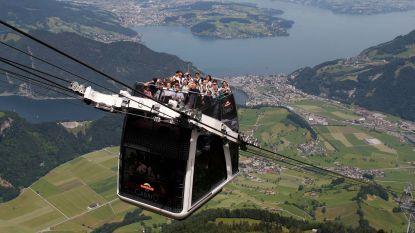 Zwitserse kabelbaan defect: 200 mensen op bergtop per helikopter geëvacueerd