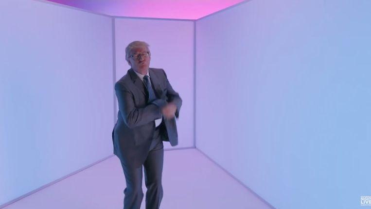 Trump danst tijdens de uitzending van SNL. Beeld Youtube