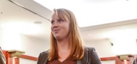 Jonge vrouw verdacht van zedenmisdrijf omdat ze beha uittrok toen stiefkinderen toekeken