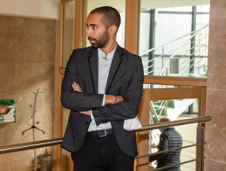 Fatima El Boubsi neemt fakkel over van staatssecretaris Sammy Mahdi in de gemeenteraad