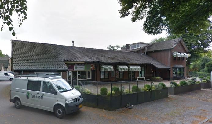 Het pand van de voormalige snackbar Kromdijk aan de Sint Antonieweg in Epe.