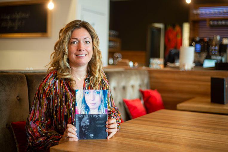 De Zandvlietse Sofie Schippers maakt haar debuut als schrijfster met een openhartige kijk op haar burn-out.