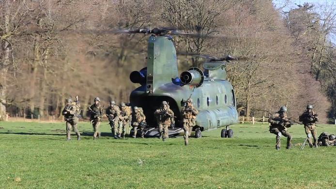Militairen trainen op landgoed De Haere.