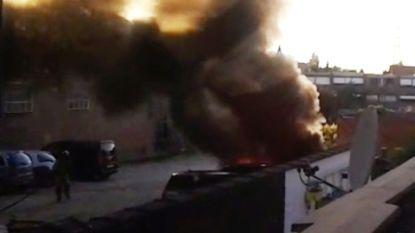 Geparkeerde Tesla vat spontaan vuur in Machelen