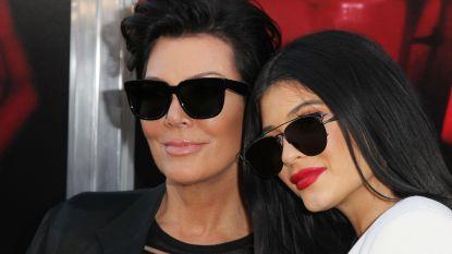 """Kylie en Kris Jenner """"bezorgd"""" om gevolgen van Forbes-schandaal: """"Ze zijn aan het flippen"""""""