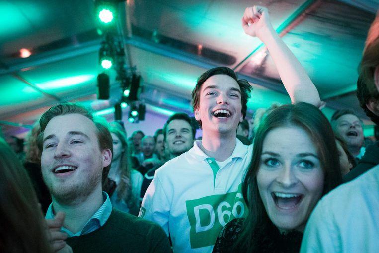 Blije D66-aanhangers in Scheveningen Beeld anp