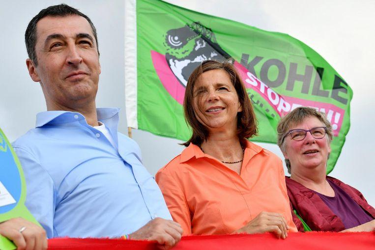 Cem Ozdemir (links) en Katrin Göring (midden) van Die Grünen. Beeld null