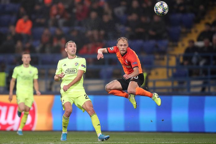 KHARKOV, UKRAINE - OCTOBER 22: Marin Leovac of Dinamo Zagreb and Serhiy Bolbat of Shakhtar Donetsk in action during the UEFA Champions League group C match between Shakhtar Donetsk and Dinamo Zagreb at Metalist Stadium on October 22, 2019 in Kharkov, Ukraine. (Photo by Goran Stanzl/Pixsell/MB Media/Getty Images)