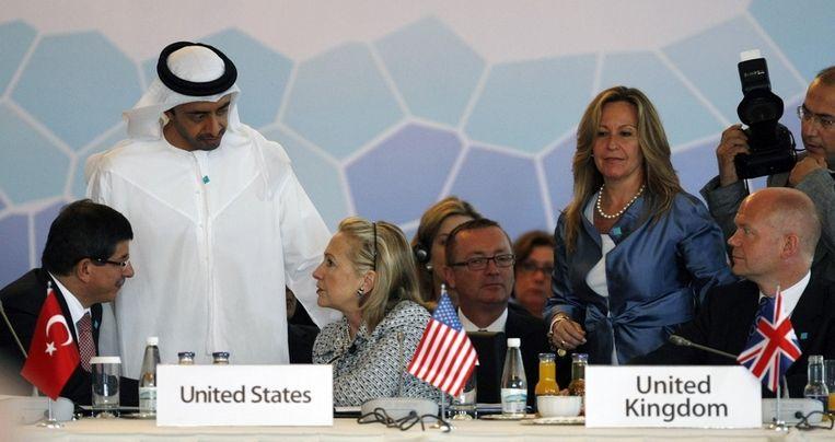 De buitenlandse ministers (vlnr) van Turkije, de Arabische Emiraten, de Verenigde Staten, Spanje en Groot Brittannië. Beeld ap