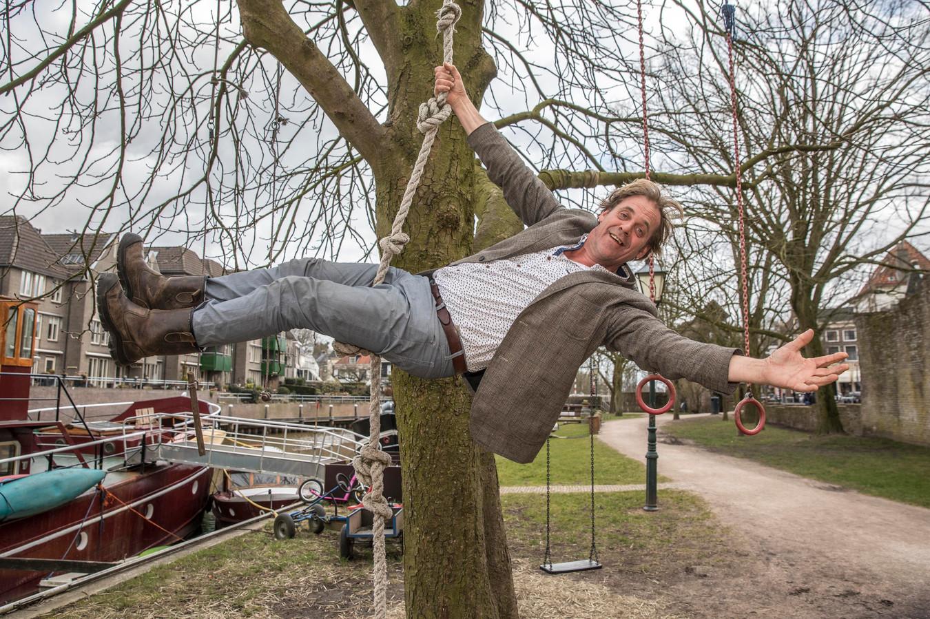 Rob Bults opent speeltuin voor volwassenen tijdens Zwolle Unlimited. Hij zamelt geld in via crowdfunding.