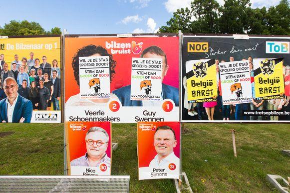 De extreemrechtse groep Voorpost heeft de voorbije nacht heel kiesborden van partijen besmeurd en overplakt. Alleen de borden van het Vlaamse Belang bleven gespaard.