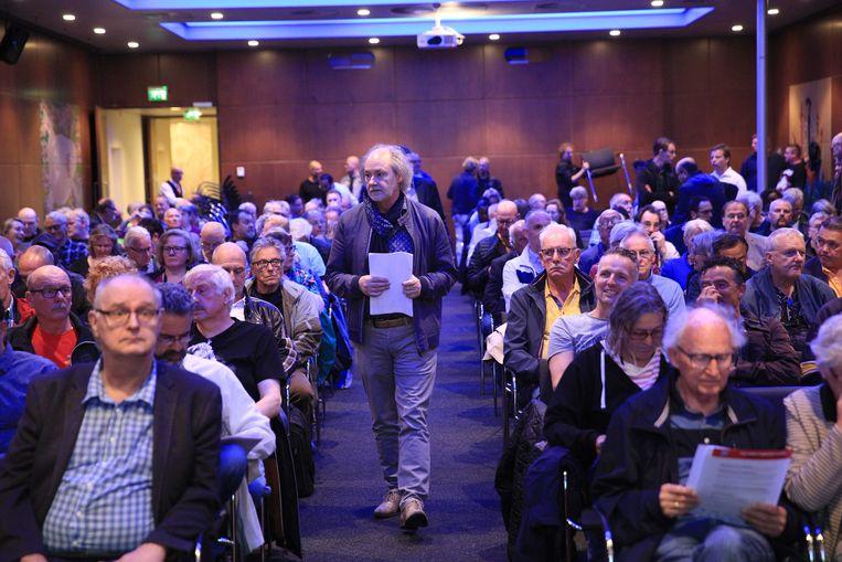 FNV-leden tijdens een bijeenkomst over het pensioenakkoord. De vakcentrale laat leden in een referendum stemmen over een nieuw pensioenstelsel. Beeld ANP