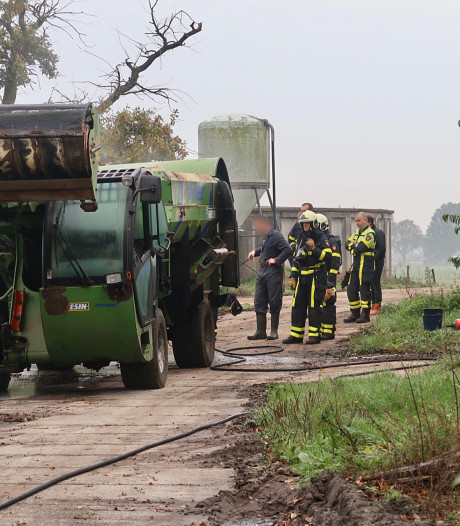 Landbouwmachine vliegt in brand in Gilze