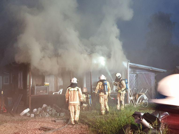De brand veroorzaakte een grote rookontwikkeling.