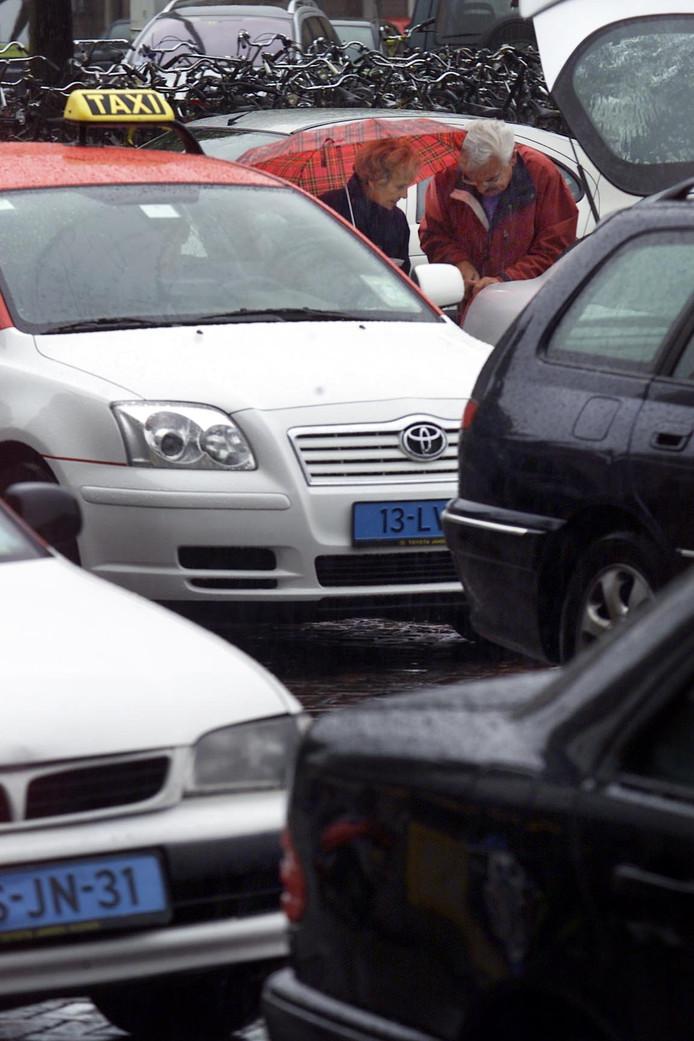 Taxi's voor het NS station in Eindhoven.