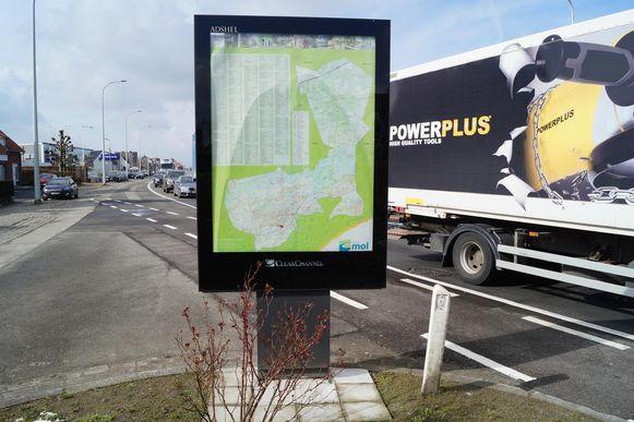 Op de achterkant van een reclamepaneel staat niet Tielt, maar de gemeente Mol.