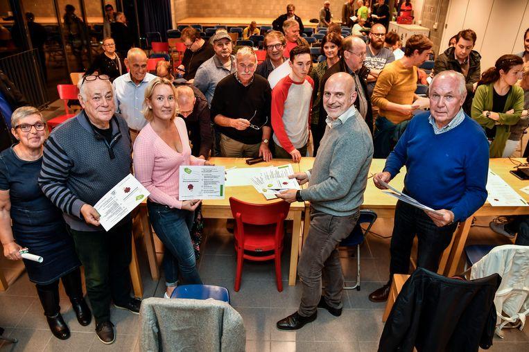 Afgevaardigden van de sportclubs ondertekenden met veel enthousiasme het duurzaamheidscharter.