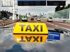 Straks ook boa's op Eindhoven Airport voor controle taxichauffeurs
