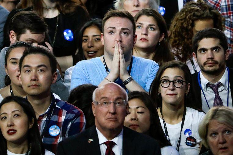 Clinton-fans kijken in New York naar de verkiezingsuitslagen. Beeld reuters