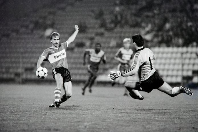 Hallvar Thoresen in actie voor PSV.