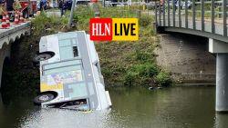 Lijnbus rijdt in water in Brugge: chauffeur en drie passagiers naar ziekenhuis