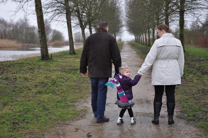 Femke heeft meer nodig dan de begeleiding van haar ouders en de basisschool. Ze heeft nu een kring van hulpverleners om zich heen. Maar de bezuinigingen in het speciaal onderwijs maken haar toekomst veel onzekerder. foto's Ton Meeuwis
