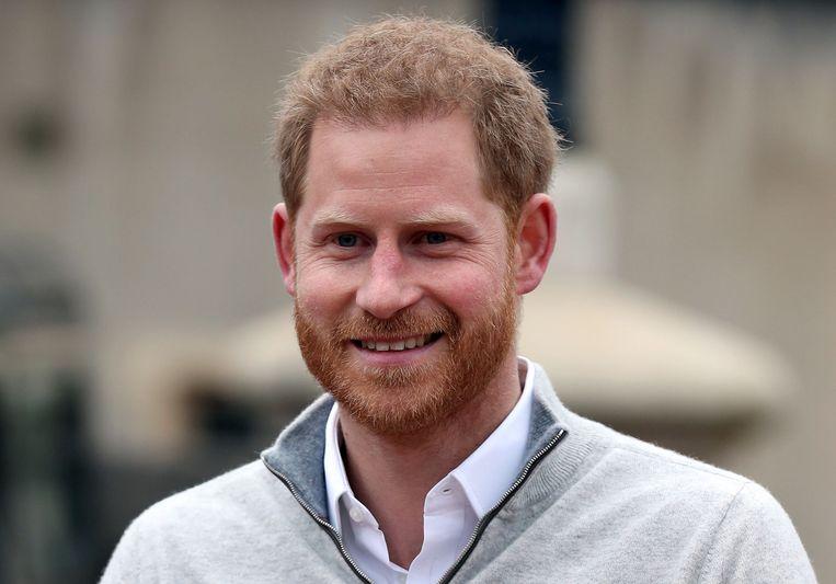 Prins Harry staat de pers te woord bij Windsor Castle, waar hij de geboorte van zijn zoon vanmiddag heeft aangekondigd. Beeld AFP
