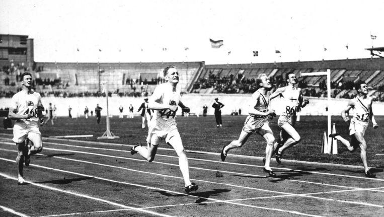 Beeld van de finish bij de 400 meter hordelopen Beeld anp