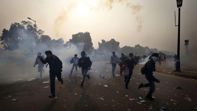 In India zijn gewelddadige protesten in reactie op de verkrachting van een meisje een week geleden. Beeld ap
