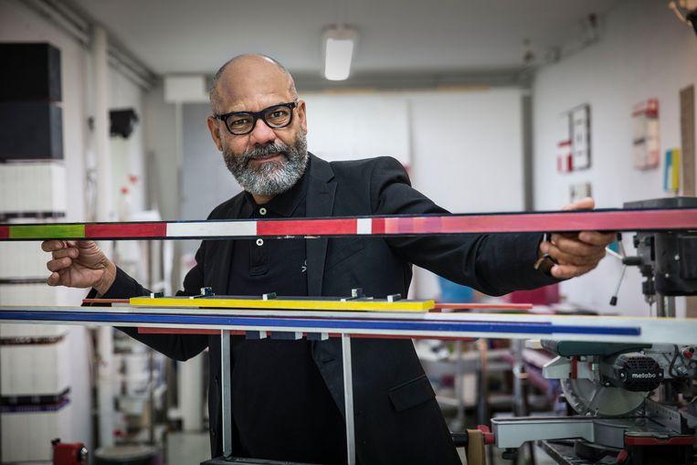 Remy Jungerman in zijn Amsterdamse atelier, waar hij werkt  aan Mondriaanachtige installaties. Jungerman is een van de twee Nederlandse vertegenwoordigers op de Biënnale van Venetië. Beeld Arie Kievit
