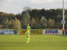 Doelman Niels van Sundert scoort voor Victoria'03, herboren Steenbergen verslaat Schijf