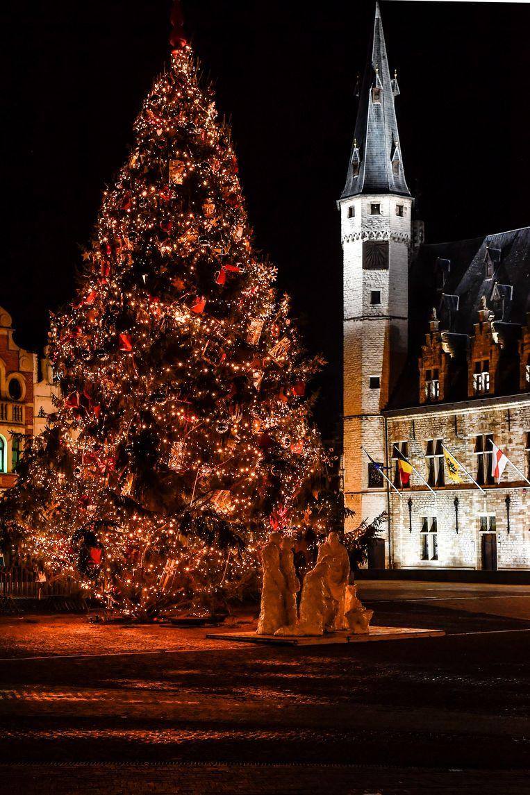 De kerstboom op de Grote Markt van Dendermonde