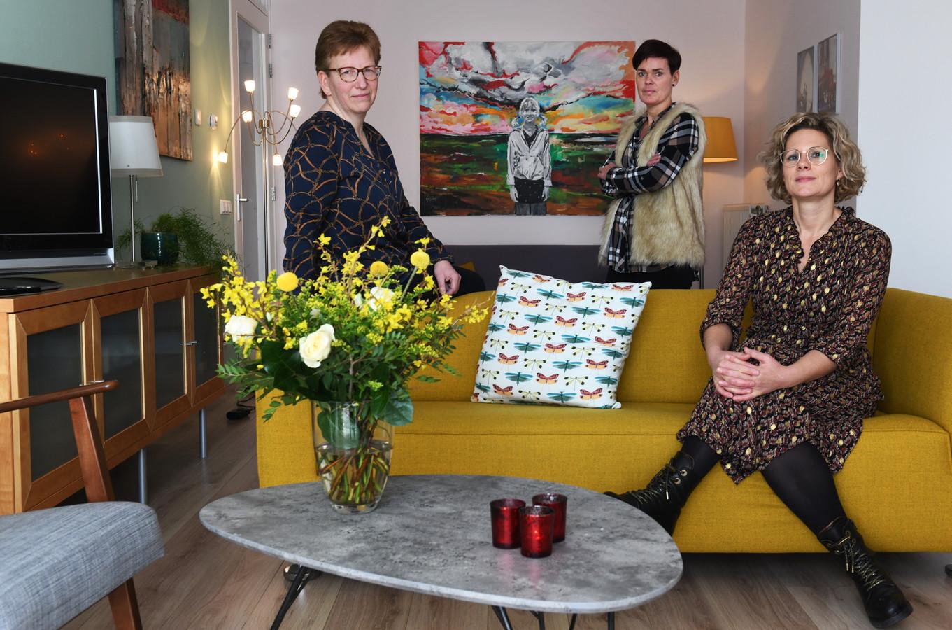 De vrijwilligers Astrid Lucassen, Erika van Maurik en Martine Sturm van hospice Nocturne in Culemborg.