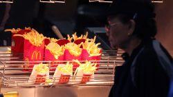 """McDonald's-fan op Twitter: """"Kenden jullie deze functie van frietbakjes al?"""""""