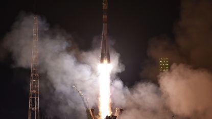 Twee Amerikanen, een Rus en een WK-voetbal op weg naar ruimtestation ISS