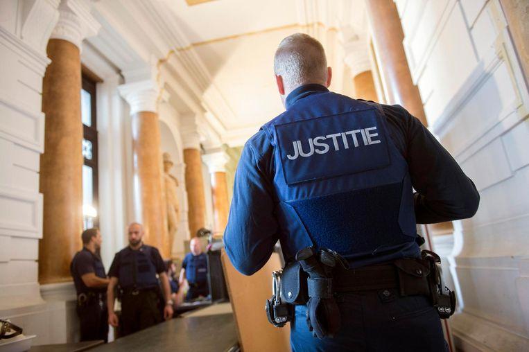 Het veiligheidskorps in het justitiepaleis