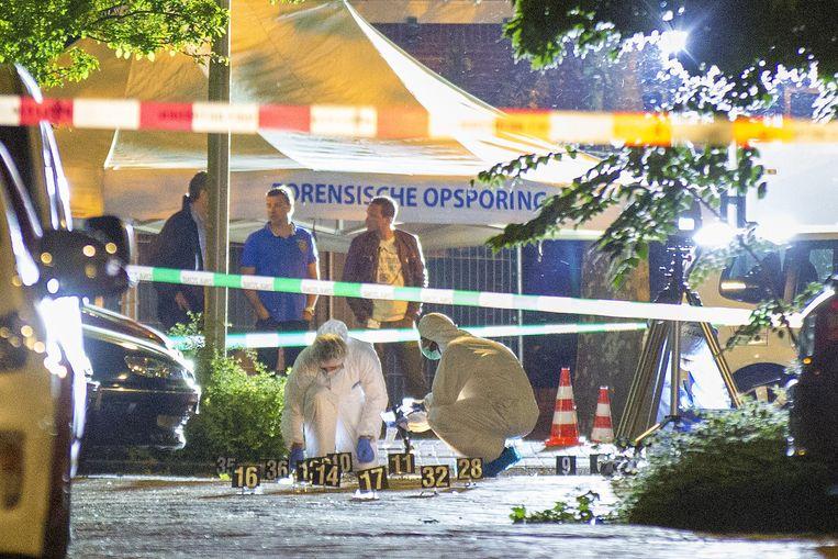 Forensisch onderzoek na de moord op Gwenette Martha op 23 mei 2014 in Amsterdam. Beeld Novum